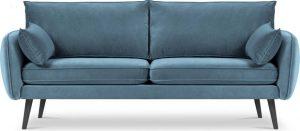Světle modrá sametová pohovka s černými nohami kooko home lento